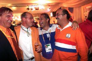 30-09-2000 Sydney, Olympische Zomer Spelen Party voor de heren hockeyers die goud hebben gewonnen. v.l.n.r. Andre Bolhuis (voorzitter van de hockeybond), Maurits Hendriks (coach hockey heren), Tom van 't Hek (onslagen coach hockey vrouwen) en Johan Wakkie (directeur van de hockeybond) hebben de grootse pret Foto en copyright: Leo Vogelzang